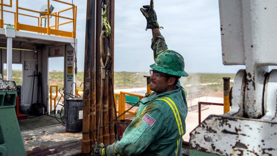 US crude dives more than 20% as coronavirus pandemic ravages oil demand