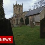 Coronavirus: How Eyam in Derbyshire 'self-isolated' – BBC News