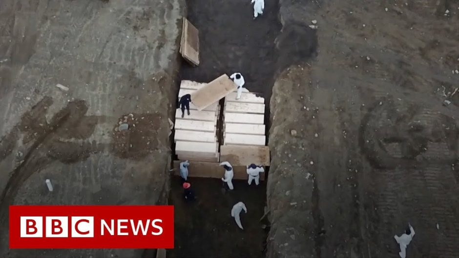 Coronavirus:  mass grave in New York – facing world's highest death rate  – BBC News