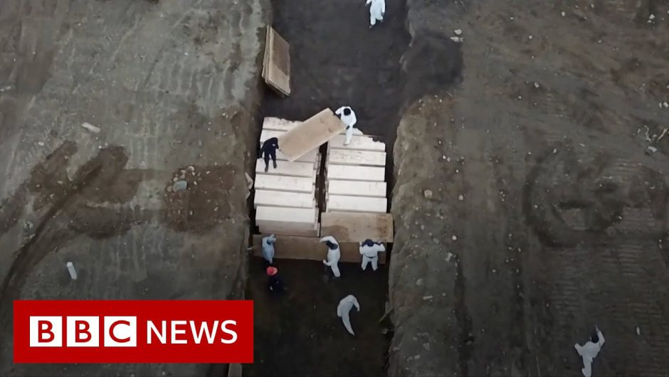 Coronavirus: New York ramps up mass burials amid outbreak – BBC News