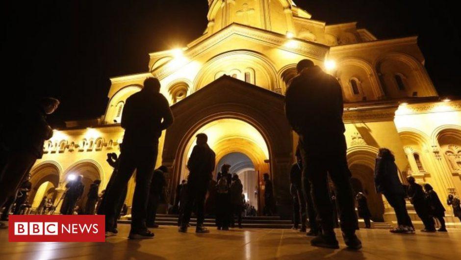 Coronavirus: Orthodox Easter weekend marked under lockdown