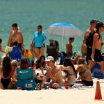 Covid-19 in the US: Americans visit beaches on Memorial Day weekend