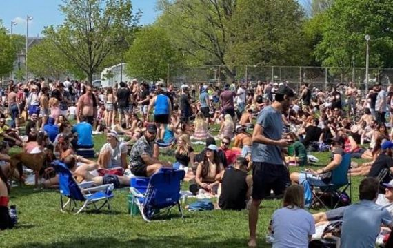 'Be caring': Doctor makes emotional plea after Toronto park crowded amid COVID-19