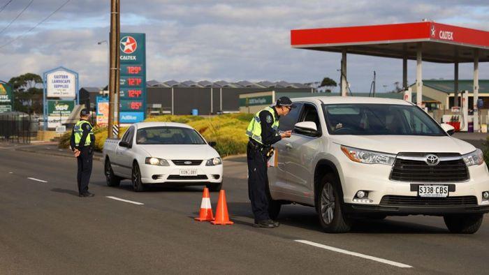 South Australia to send extra police to patrol Victorian border amid coronavirus surge