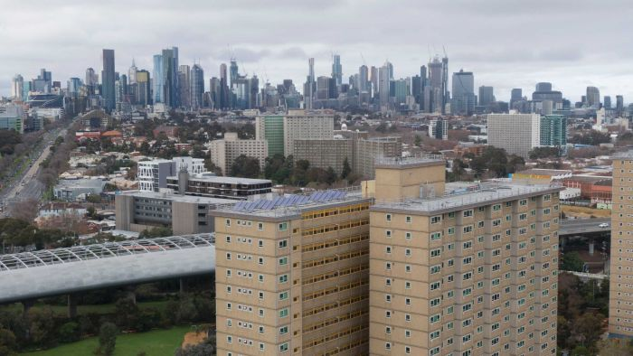 Why Melbourne's public housing towers have 'explosive potential' for coronavirus to spread