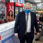 Coronavirus: No 10 considering mandatory face masks in shops in England