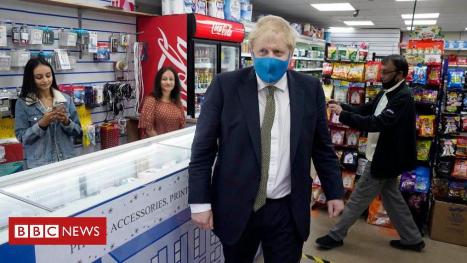Coronavirus: No 10 considering mandatory face masks in shops in England