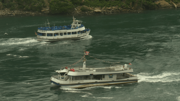 Canadian, American tour boats at Niagara Falls become symbol of COVID-19 contrast