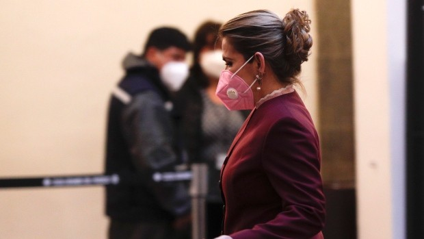 Masks with exhalation valves don't protect others from COVID-19, health officials say