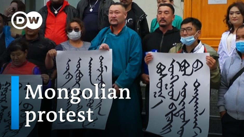 Mongolians protest China's plan to replace Mongolian with Mandarin in schools | DW News