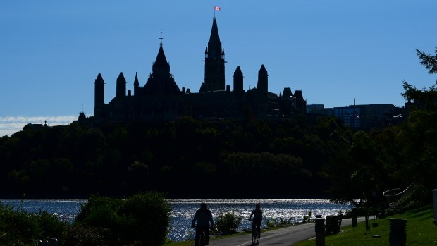 In bid for opposition support, Feds boost COVID-19 recovery benefit replacing CERB