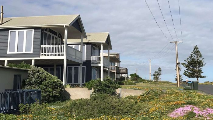 Beach house boom as coronavirus travel bans persuade South Australians to holiday in state