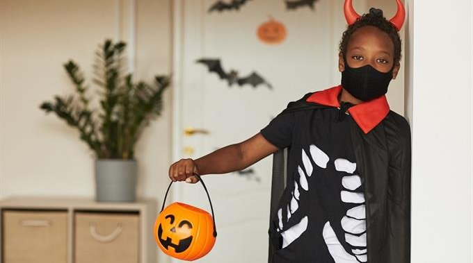 52% of Canadian parents won't let kids trick-or-treat amid coronavirus: poll – National