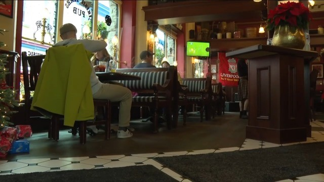Victoria restaurants, bars hit hard by new COVID-19 restrictions