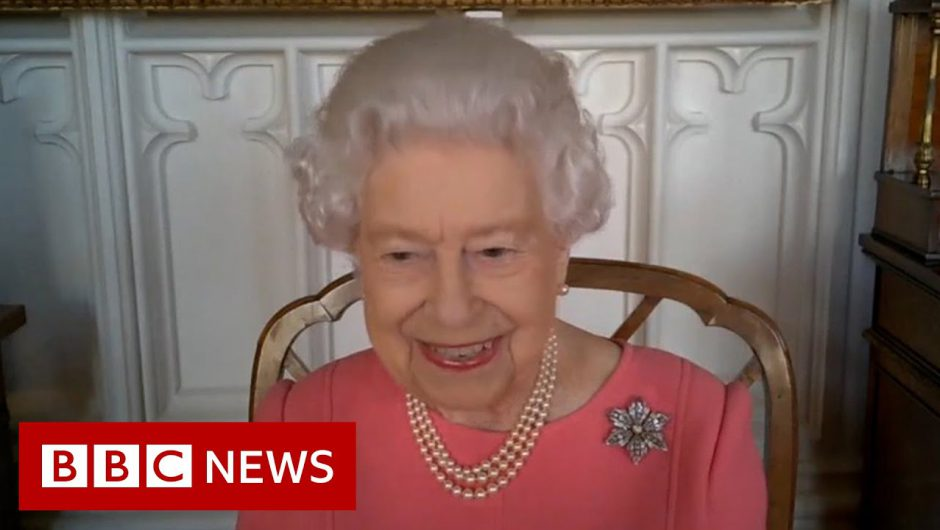 Queen says Covid vaccine 'didn't hurt at all' – BBC News